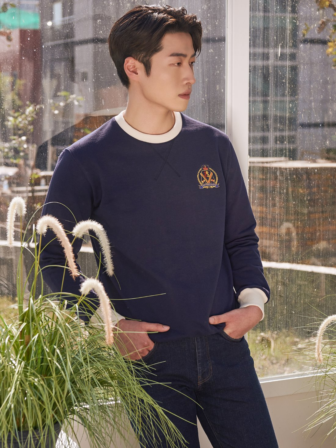 Deverrman emblem sweat shirt (navy)